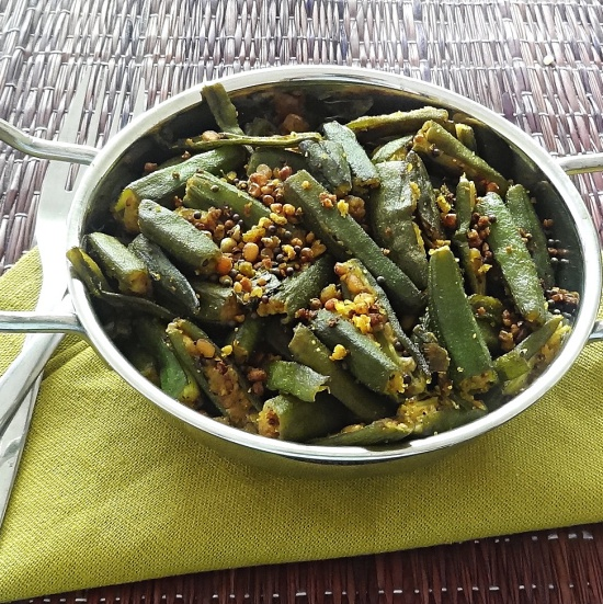 Fried Okra with Black Lentils and Spices Recipe