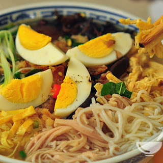 Ingredients of Vietnamese Vermicelli Noodle Soup with Chicken, Pork and Egg.