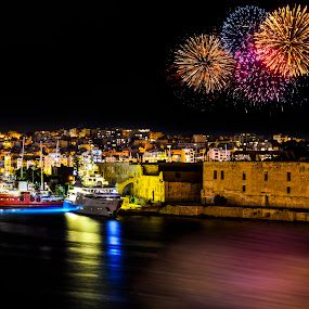 New Year's Eve in Malta by Marcin Frąckiewicz - Public Holidays New Year's Eve ( malta, fireworks )