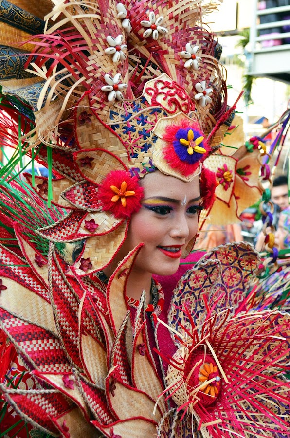 Berbalut warna by Agus Natadijaya - News & Events Entertainment ( woman, street, people, entertainment )