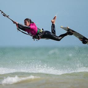 Kitesurfing by Howard Kearley - Sports & Fitness Watersports