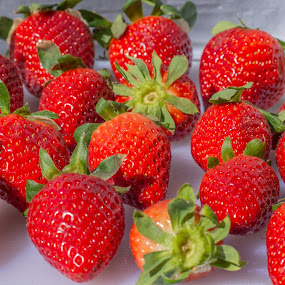 Strawberries by Iqbal Ahmed - Food & Drink Fruits & Vegetables ( fruit, nature, strawberries, ahmed, iqbal )