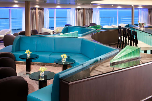 In the Observation Bar on Seabourn Spirit, you can enjoy relaxing piano music before and after diner.