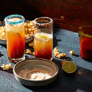 Mexican-style beer Bloody Mary with lime and chilli popcorn (michelada con maíz palomero, ají y limón)