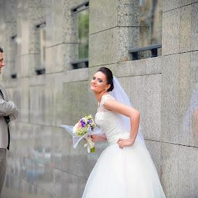 Proud bride by Costi Manolache - Wedding Bride & Groom ( urban, fotoevent88, groom with bride, prod bride, bride reflexion, bridal bouquet, happy bride )