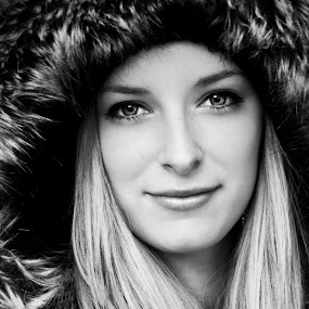 Réka by Luca Dimény - People Portraits of Women ( girl, black and white, beautiful, portrait, eyes )