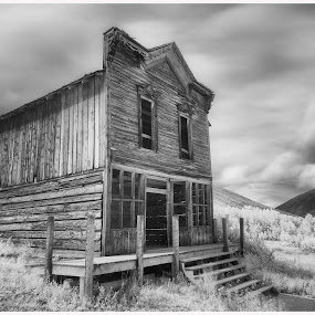 Hotel Ashcroft by George Kremer - Black & White Buildings & Architecture ( b&w, infrared, abandonded, rocky mountains, colorado, ghost town, long exposure, old building, , black and white, landscape )
