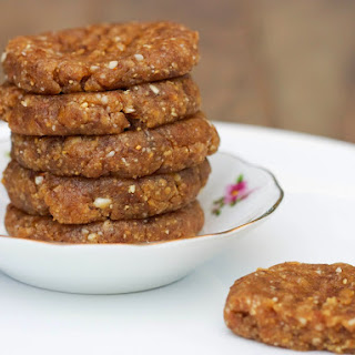 Raw Peanut Butter Cookies [Vegan, Raw, Gluten-Free].