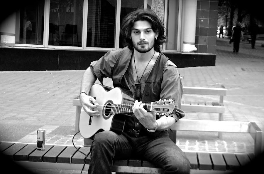 ALEX FLAMENCO by Audrey Henin - People Musicians & Entertainers