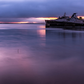 Sunrise by Alexandre Mestre - City,  Street & Park  Vistas ( docas, tejo river, rio tejo, barco, boat )