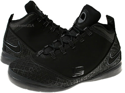 buy popular 65461 c709d Photos of the Latest LeBron Release All Black ZSII | NIKE ...