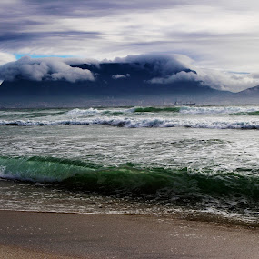 Green Table by Ruari Plint - Landscapes Mountains & Hills ( clouds, green sea, table mountain, landmark., cape town,  )