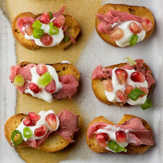Crostini with Roast Beef and Pomegranate