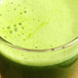 Green Juice with Kale, Pear and Ginger