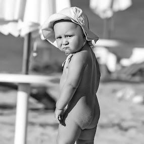 Bebe surf by Svetlin Ivanov - Babies & Children Children Candids ( bebe, picsvet, photo, Emotion, portrait, human, people )