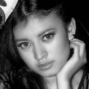by Yulianto Efendy - Black & White Portraits & People ( woman, b&w, portrait, person )