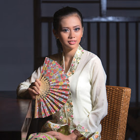 Chilla with kebaya by Yohannes Sirait - People Fashion
