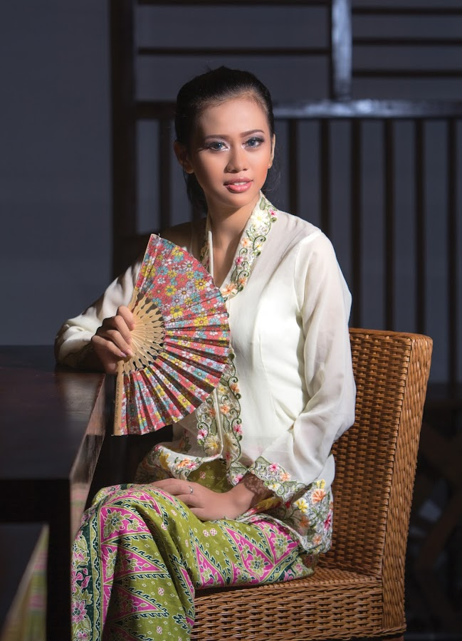 Chilla with kebaya by Yohannes Sirait - People Fashion