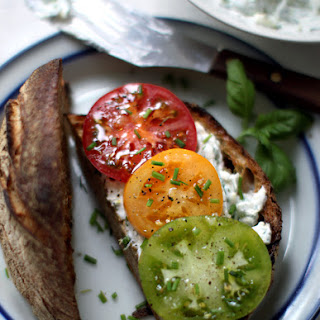 Meatless Mondays with Martha Stewart – Stoplight Tomato Sandwich with Herbed Goat's Cheese.