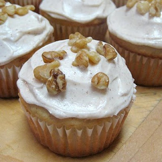 Banana Cupcakes With Cinnamon-Vanilla Icing
