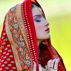 praying women by Jiboy Mandey - People Portraits of Women ( sesakloverindonesia, jiboy, praying, pray, beauty, nikon, women, close-up, portrait,  )