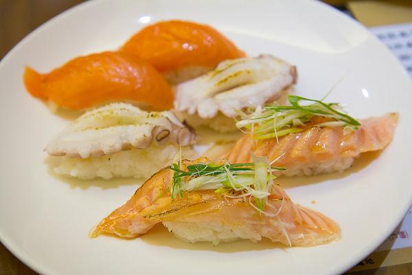 築地專賣壽司 食材新鮮、壽司好吃,炙燒鮭魚腹壽司入口即化!