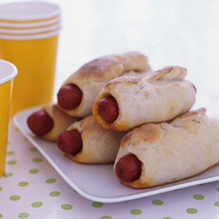 Chili-Cheese Dogs in Beach Blankets