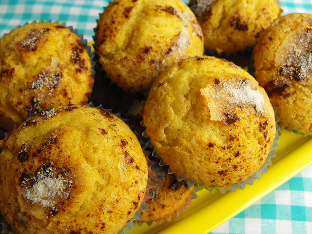Orange Cupcakes with Cinnamon Topping Recipe