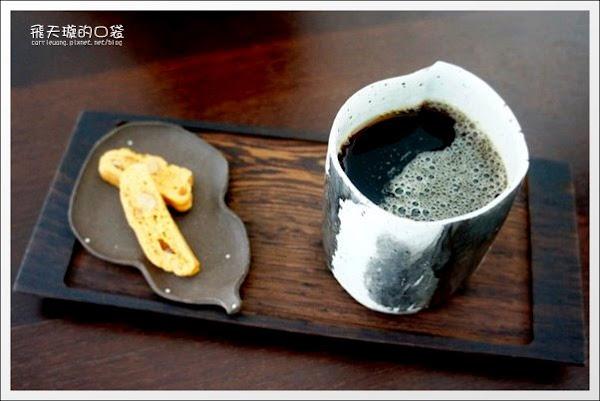 【台中下午茶】元生咖啡。環境很舒適的藝廊咖啡館推薦