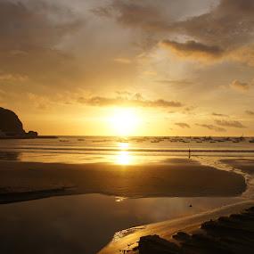 Sunset in San Juan del Sur by Siggy In Costa Rica - Landscapes Sunsets & Sunrises ( san juan del sur, sunset, cloudy, nicaragua, beach )