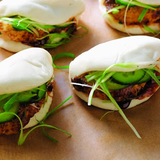 Chinese Roast Chicken Buns with Scallions and Spicy Hoisin Sauce