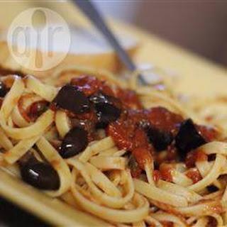 Spaghetti Alla Puttanesca Met Basilicum