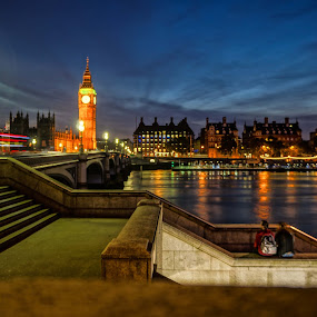 Ben, the ghost and the lovers by Heichti TMWIW - City,  Street & Park  Night ( uk, thames, london, city life, big ben,  )