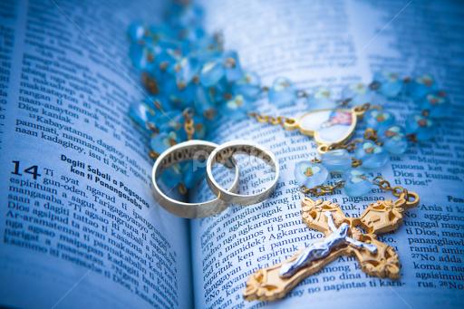 Bible and Wedding Rings Details Wedding Pixoto