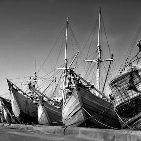the boats by Hatdy Tridjaja - Black & White Objects & Still Life