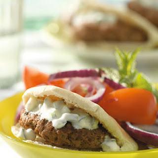 Gyrosburgers Met Tomaat En Komkommersaus