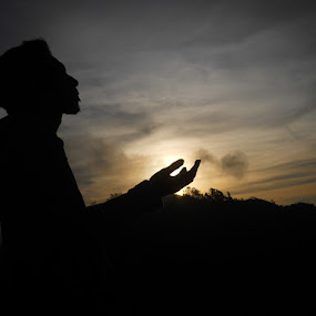 waiting the sunrise by Dayan Ramly - People Portraits of Men