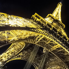 Eiffel tower by Nesrine el Khatib - Buildings & Architecture Public & Historical (  )