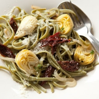 Spinach Fettuccine with Artichokes and Sun-Dried Tomatoes