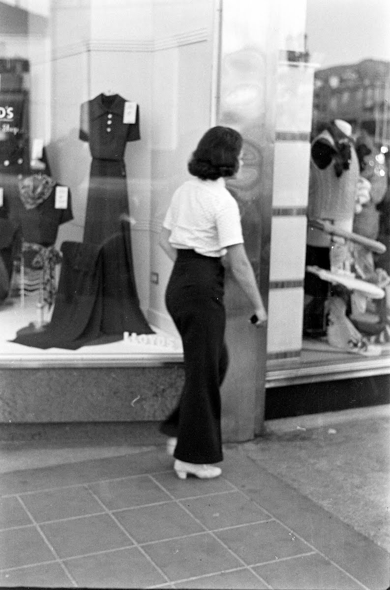 Girl Shoppers In Slacks In Hollywood