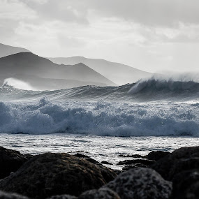 blown out  by Guy Henderson - Landscapes Waterscapes ( swell, surfing, waves, sea, point break,  )