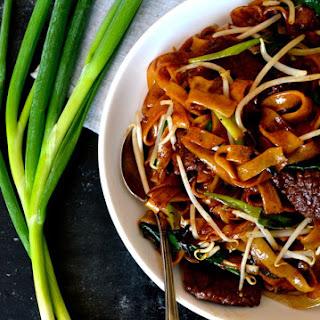 BEEF CHOW FUN RICE NOODLES (gon chow ngau ho).