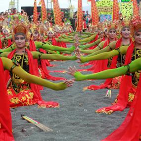 Gandrung Sewu Banyuwangi  by Agoes Santoso - News & Events Entertainment