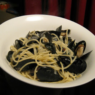 Linguine with Mussels and Kale