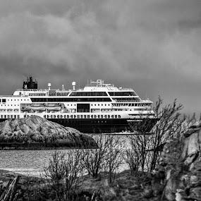 Hurtigruta by Bjørn Kristiansen - Transportation Boats ( weather, lofoten, hurtigruta )