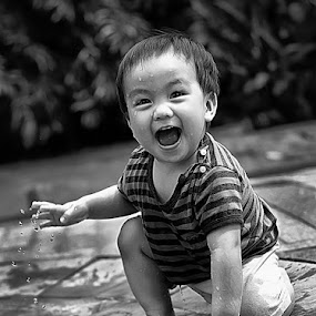 Happy Archy in BW by Chandra Irahadi - Black & White Portraits & People ( , black and white, b&w, child, portrait )