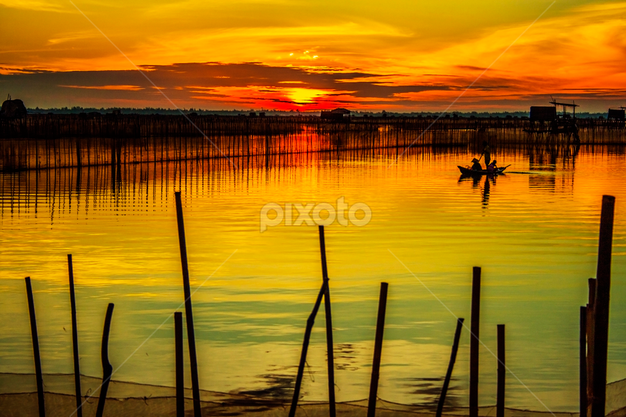 Sunrise over the lagoon by Amateur Pic - Landscapes Sunsets & Sunrises ( lagoon, vietnam, sunrise, amateurpic, relax, tranquil, relaxing, tranquility )