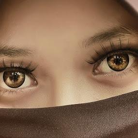 by Omiq Qsm - People Portraits of Women