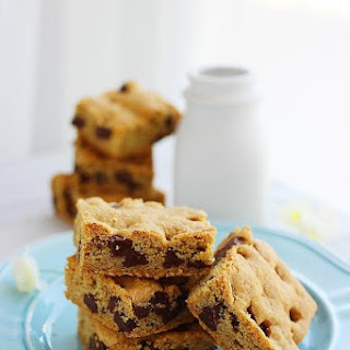 Soft 'n Chewy Chocolate Chip Cookie Bars