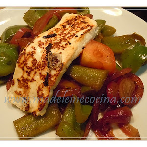 Green Peppers with Onion and Grilled Panela Cheese